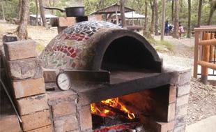 BBQ場では珍しい石窯を設置