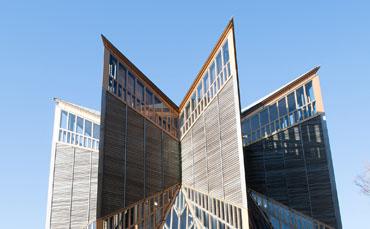 世界的な建築家の手によって設計され日本の代表的建築物として紹介されています