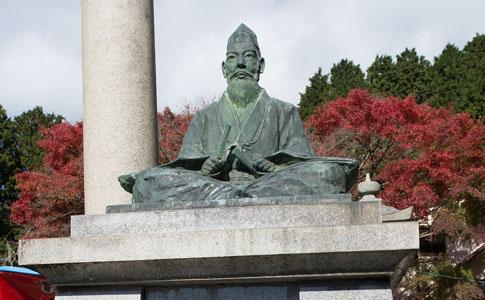 能勢頼次公銅像