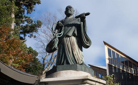日蓮大聖人銅像