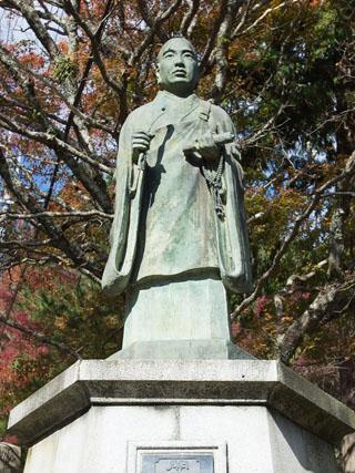 日乾上人銅像